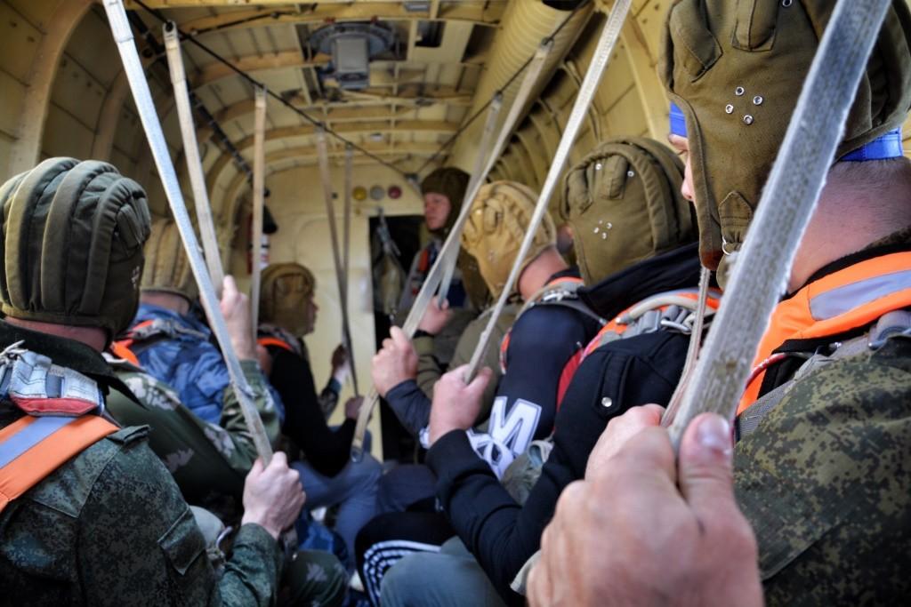 Личная охрана прошла ежегодную летнюю подготовку, в состав которой включены прыжки с парашютом в воду