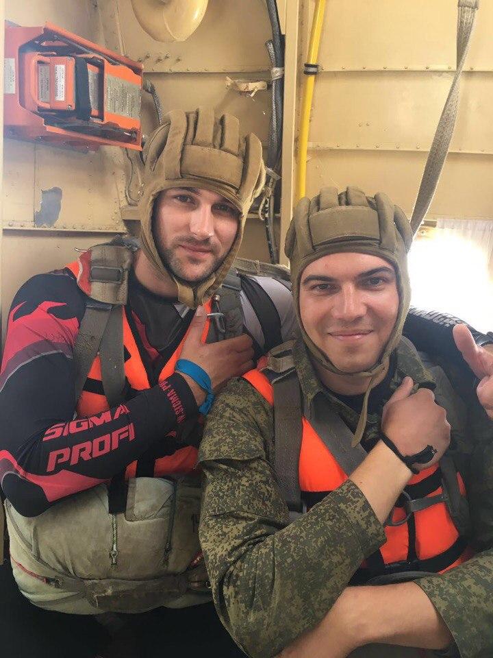Сотрудники личной охраны прошли ежегодную летнюю подготовку, в состав которой включены прыжки с парашютом в воду