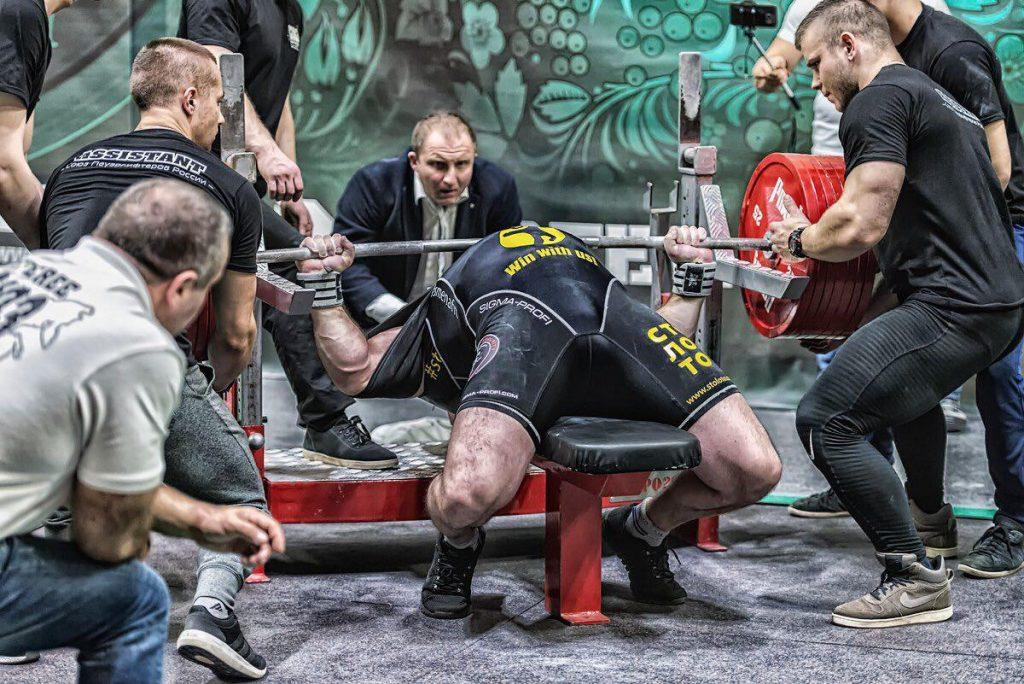 400 кг в жиме лёжа!
