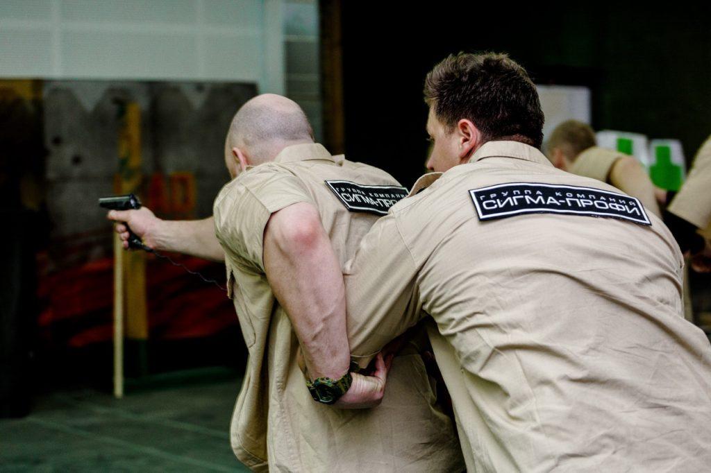 Отработка увода охраняемого лица при нападении