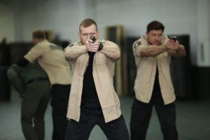 Отработка увода охраняемого лица в составе трёх сотрудников личной охраны