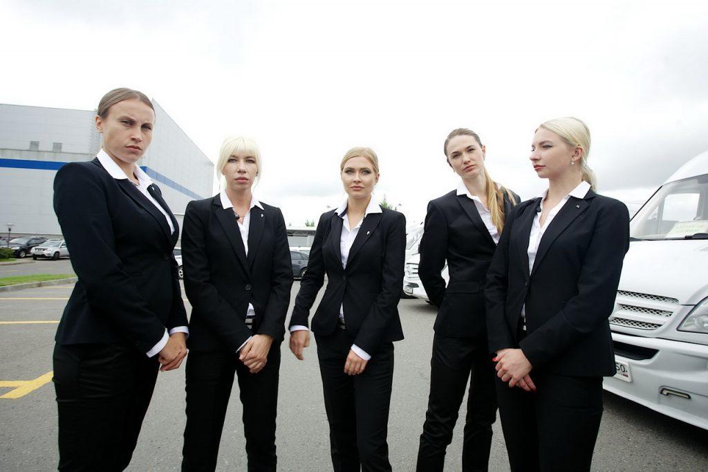 Сотрудницы вооруженной личной охраны.